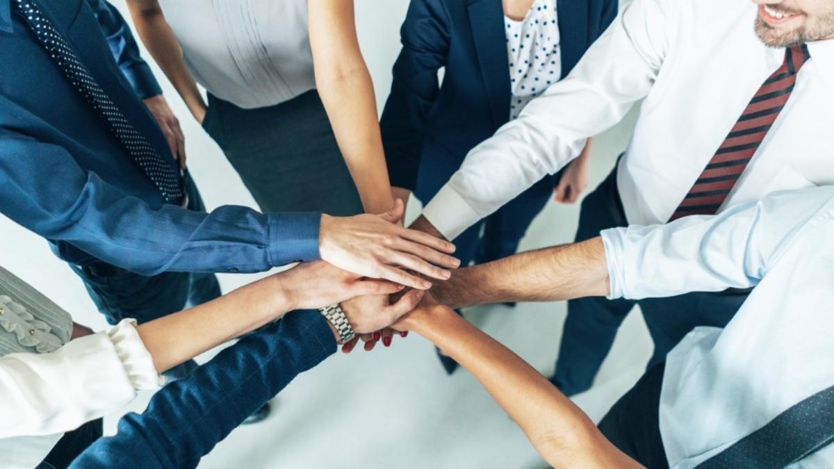 iStock-teamwork-successful-930x558